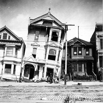 Liqefaction cause the tilting of this home during 1906 San Francisco earthquake