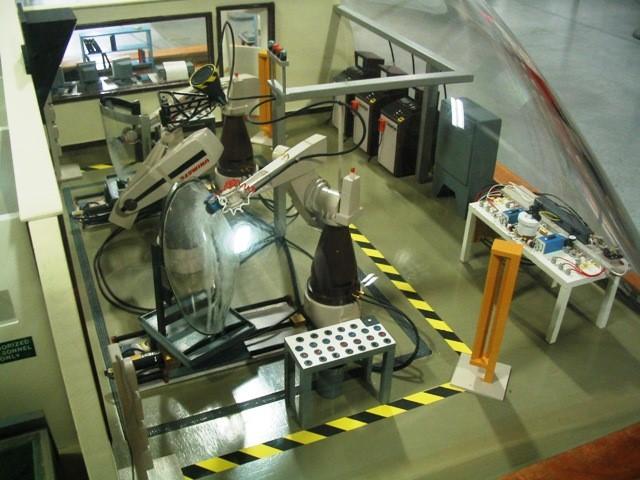 Robot polishing an aircraft part