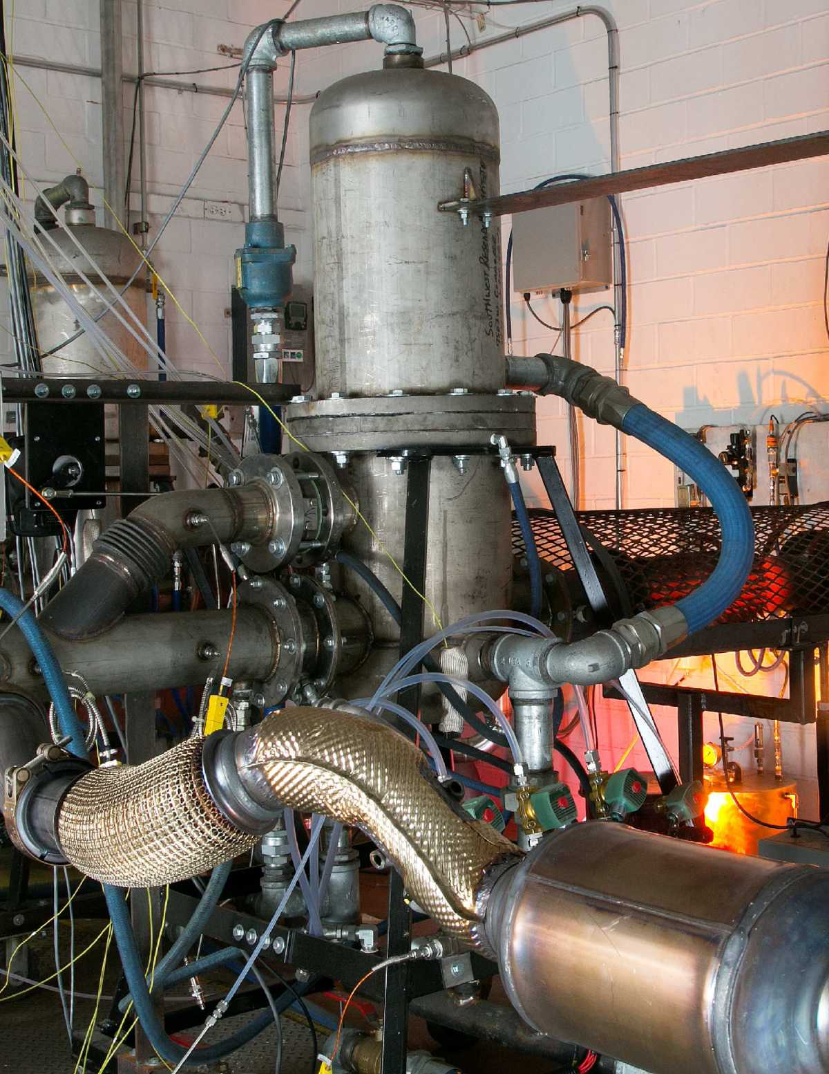 SwRI's burner-based reactor system in the water-cooled ECTO-Lab