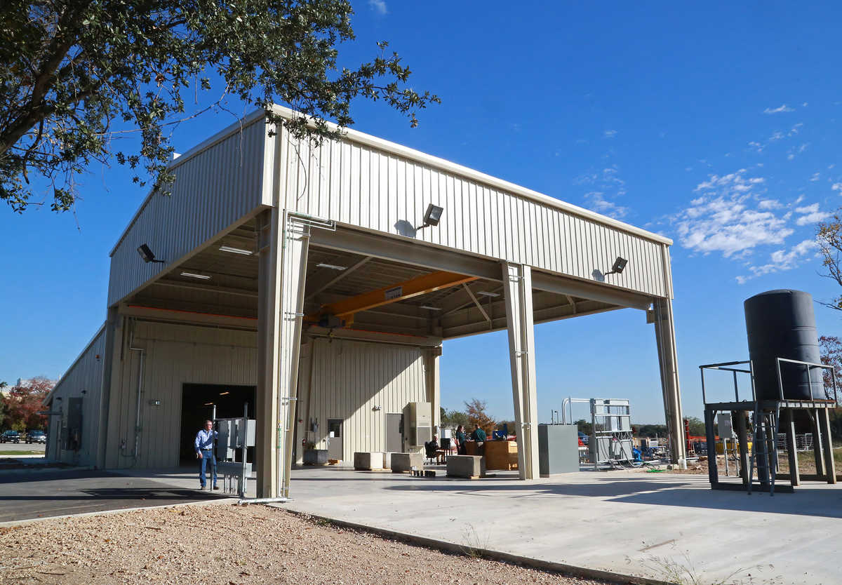 SwRI recently completed construction on a 5,460-square-foot facility for developing and evaluating turbomachinery exposed to multiphase flow conditions. The Multiphase Machinery Test Facility can accommodate large-scale turbomachinery and testing with hyd