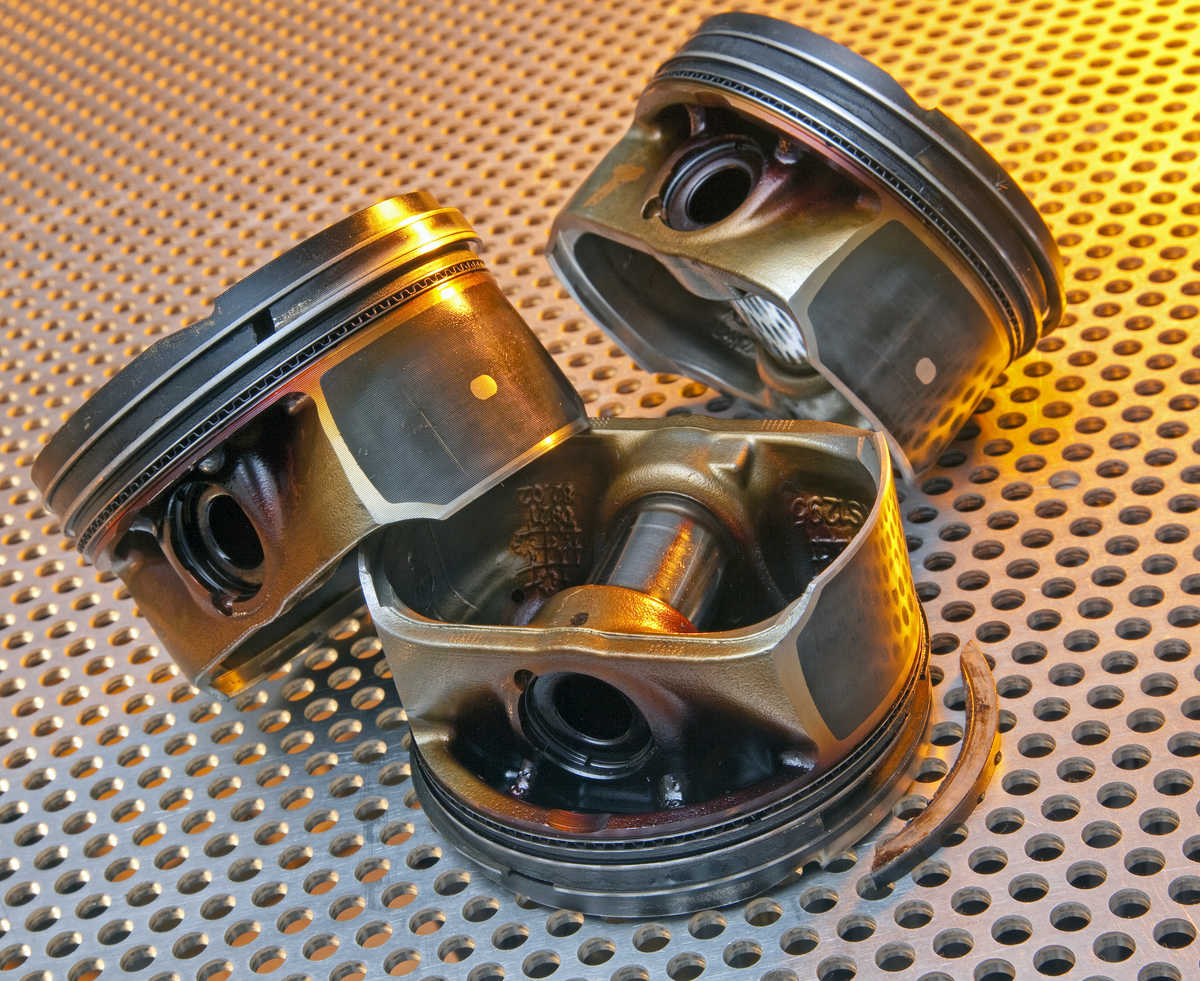 Image: modern automotive pistons showing ring land damage