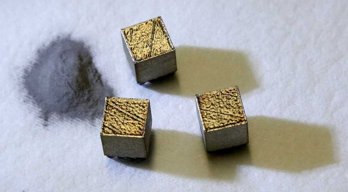 Metal powder used in the additive manufacturing process.