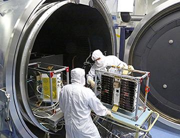 Thermal vacuum testing satellites