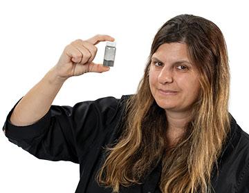 Vicky Poenitzsch holding a vial of platelet powder